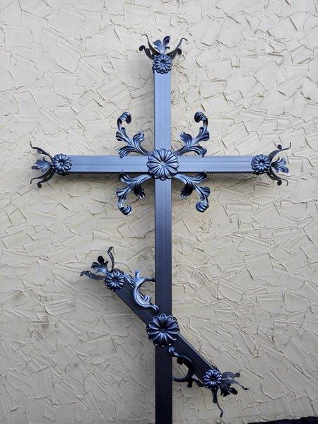 Ритуальные кованные кресты на могилу