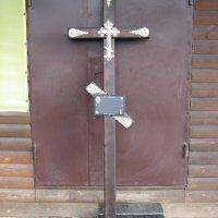 Крест из дерева на могилу. Цвет креста из дерева - тёмно коричневый. Стоимость креста из дерева - 1500 грн. Профиль креста из дерева: 100 х 50 мм.