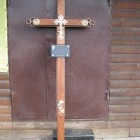 Крест из дерева на могилу. Цвет креста на могилу - светло коричневый. Профиль креста: 100 х 50 мм. Цена креста из дерева - 3300 грн.