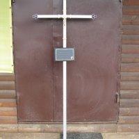Крест из металла на могилу.  Цвет креста на могилу - стальной. Профиль ритуального креста: 40 х 20 х 3 мм. Цена ритуального креста - 1500 грн.