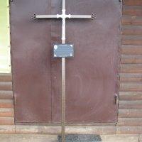 Крест сварной на могилу.  Цвет ритуального креста - бронзовый. Профиль креста из металла: 40 х 20 х 3 мм. Стоимость креста из металла - 1500 грн.