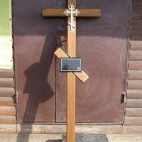 Крест из дерева ритуальный. Цвет креста из дерева - светло коричневый. Стоимость креста из дерева - 1500 грн. Профиль креста из дерева: 100 х 50 мм.