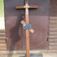 Крест из дерева на кладбище. Цвет креста из дерева - коричневый. Цена креста из дерева - 1500 грн. Профиль креста: 100 х 50 мм.