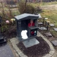 Место в колумбарии Киевского Крематория - от 6 тыс. грн. На фото склеп из гранита для всей семьи, на Байковом кладбище.