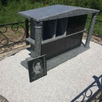 На фото склеп для захоронения урн в колумбарии Крематория г. Киева. Купить место в колумбарии, на Байковом кладбище в Киеве - от 6 тыс. грн.