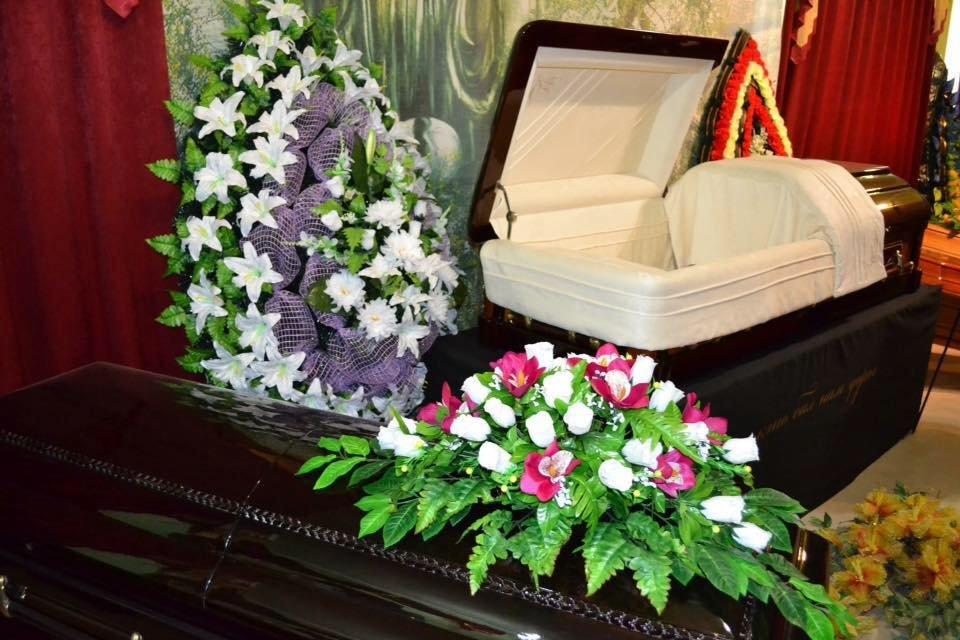 Согласно закону о погребении и похоронном деле, похороны могут быть произведены полностью за государственный счет